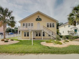 2 story, 2nd Row Beach House w/private pool & hot tun, sleeps 25