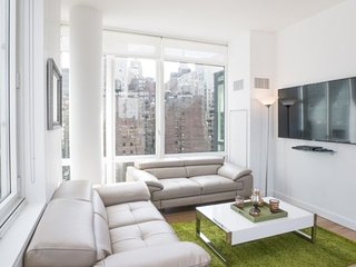 LUXURIOUS AND SPACIOUS 3 BEDROOM, 3 BATHROOM APARTMENT, Nova York
