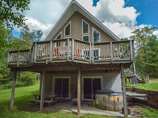 Quiet Wooded Lot with Fire Pit & Large Deck