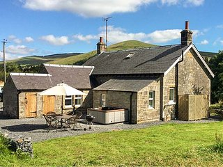 NETHERRAW, detached, woodburner, hot tub, dogs welcome, Newcastleton, Ref 13530