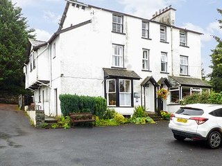 LOUGHRIGG, first floor apartment, pet-friendly, with WiFi, in Bowness-on-Winderm