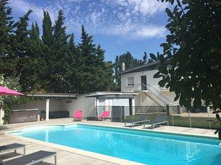 Grande villa contemporaine, 6 chambres, au calme en campagne, avec piscine privée, Sauzet