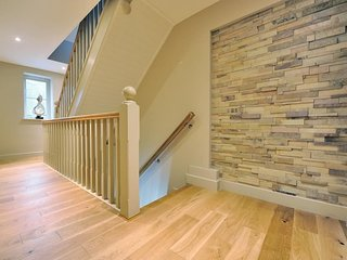 .to the hallway with designer wall feature