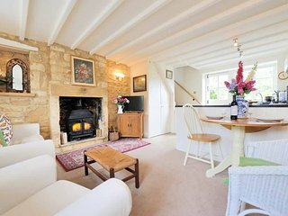 Foxglove Cottage is a lovely former Weavers cottage of Cotswold stone