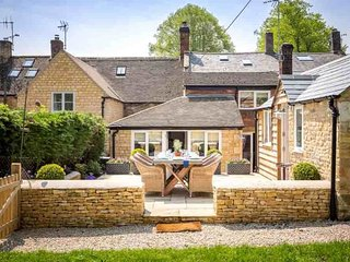 Fairview Cottage is a truly stunning Cotswold stone cottage in Longborough
