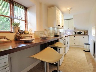 A lovely kitchen and breakfast bar