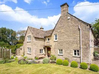Manor Cottage is a quintessential Cotswold stone cottage in Poulton
