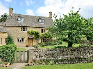 Orchard Cottage is a quintessential Cotswolds cottage, in Saintbury