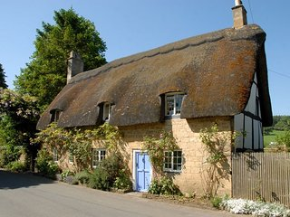 Pye Corner Cottage is a beautiful, grade II listed, thatched cottage