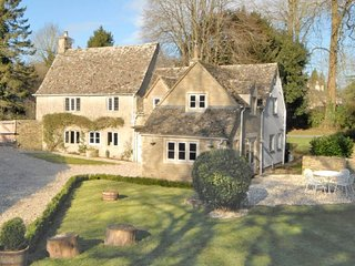 Saintbridge is a luxurious, detached Cotswold stone cottage, hidden in Barnsley