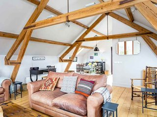 The Granary is a lovely former farm building, with glorious rural views