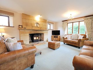 Large, cosy living room with comfy seating for 8