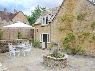 Weir Cottage is a lovely Cotswold stone cottage, in Bourton-on-the-Water