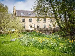 Widford Mill Cottage enjoys a fabulous rural location, close to lovely Burford