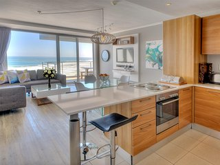 Horizon Bay 903 Beachfront Self Catering Apartment, Bloubergstrand