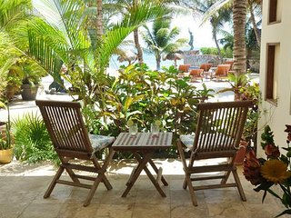 Beachfront luxury, one bedroom on ground floor., Puerto Morelos