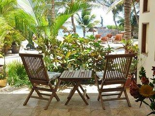 Beachfront luxury, one bedroom on ground floor., Puerto Morelos