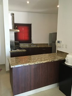 Kitchen cabinets are newly refaced. Cook in or go out to one of many wonderful restaurants in PuMo.