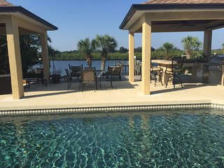 **SPECTACULAR WATERFRONT HAVEN PRIVATE POOL/SPA, Bradenton Beach