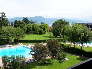 Bilocale in Residence con piscina e vista lago