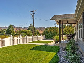 3BR Kingston House w/Patio & Mountain Views!
