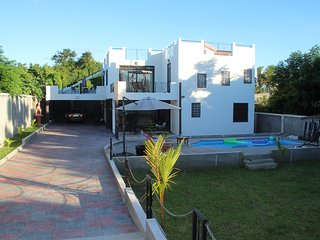 Private 4bdrm villa with swimming pool far from madding crowd, Pereybere