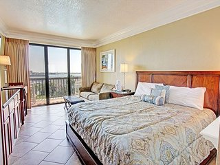 Awesome Views! Studio Condo at Pirates Bay, Fort Walton Beach