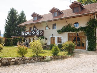 Fabulous 6-bedroom renovated farmhouse, sleeps 12, Annecy