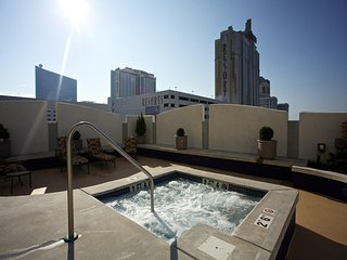 2 bedroom high rise on Atlantic city boardwalk access to indoor/outdoor pool/spa