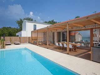 Design Villa Olea, seaview and pool