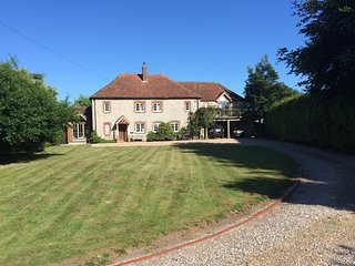 Beautiful, modernised 17C Farmhouse close to Goodwood and next to Nature Reserve