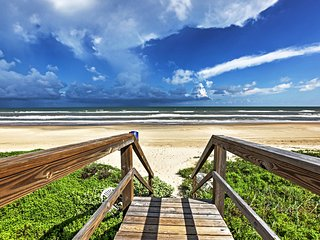 3BR Surfside Beach House w/Beachside Views!