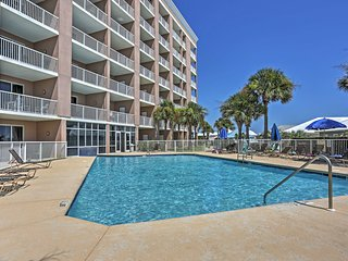 1BR Gulf Shores Condo w/ Balcony & Community Pool!