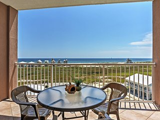 Gulf Shores Condo w/Balcony - Pool & Beach Access!