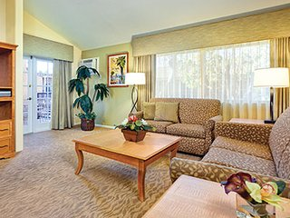 Anaheim 3 Bedroom 2 Bath Resort Condo Walk to Disneyland & Downtown Disney!