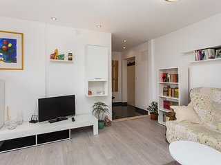 Apartment Dina - One-Bedroom Apartment with City View
