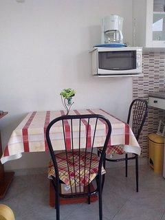 B2(2+1): dining room