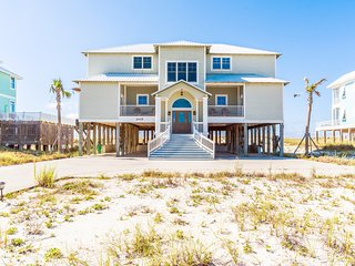 """Crews Quarters"" Luxury Gulf Front Home w/pvt pool, Gulf Shores"
