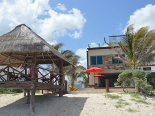 Nuevo moderno casa con Palapa en la playa, Telchac Puerto