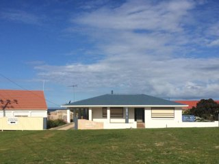 Salty Air Apartment 1, Kingscote