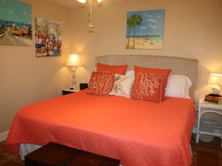 Bed and Bath on Nature Preserve/Steps to Beach, Fort Myers Beach