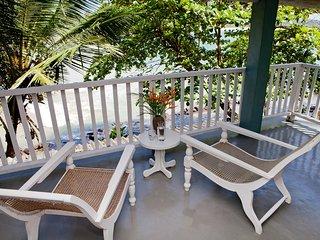 Great location!! Talalla Bay Beach House. Few steps from Beach!
