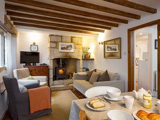 Flax Cottage is a beautifully furnished, cosy Cotswold stone cottage
