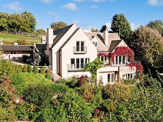 Glebe House is a beautiful country house, which sits in lovely grounds, Naunton