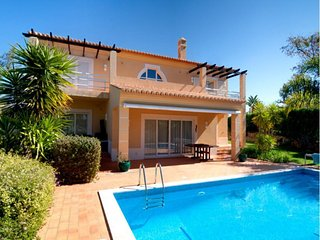 2 bedroom Villa in Carvoeiro, Algarve, Portugal : ref 2022347, Estombar