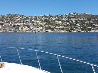 Très beau bateau de 16 mètres, Roses