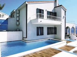 4 bedroom Apartment in Omis Stanici, Central Dalmatia, Omis, Croatia : ref