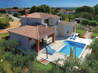 4 bedroom Villa in Porec, Istria, Croatia : ref 2088214, Tar