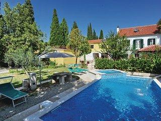 6 bedroom Villa in Trogir, Central Dalmatia, Croatia : ref 2088388, Kastel Luksic