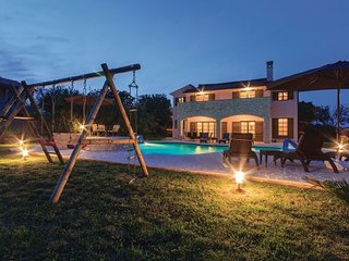5 bedroom Villa in Pula, Istria, Croatia : ref 2089117, Valtura